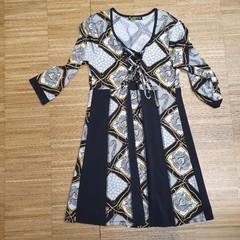 Šaty s tříčtvrtečním rukávem